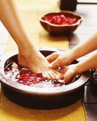 Treat Foot Fungus with Tea Tree Oil